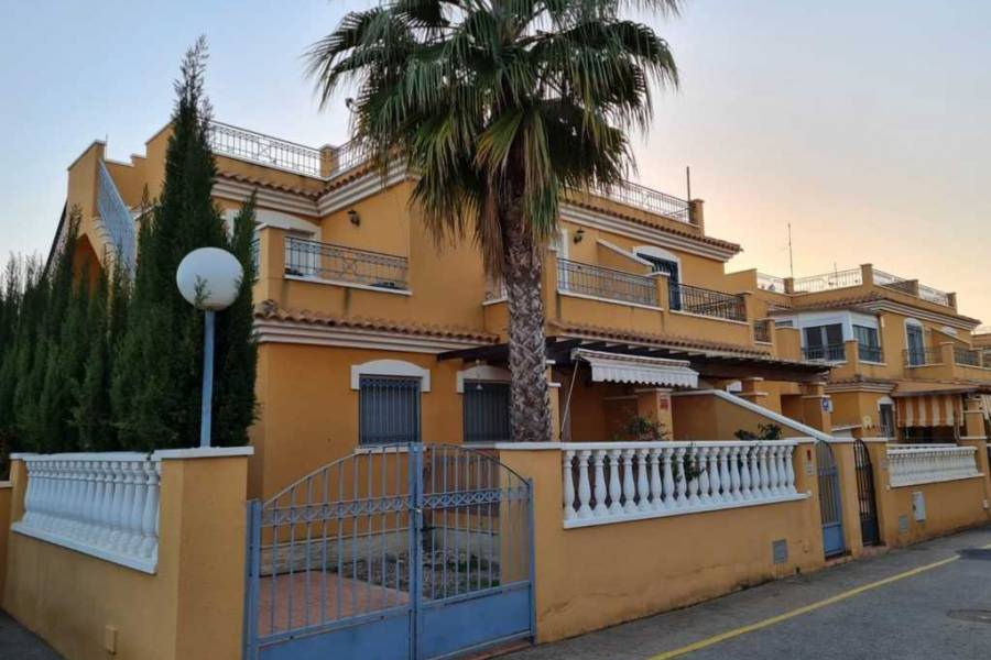 Townhouse - Sale - Sector 25 - Torrevieja